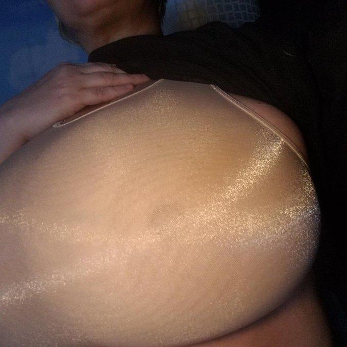 New bra https://t.co/CmPLyW5d6j