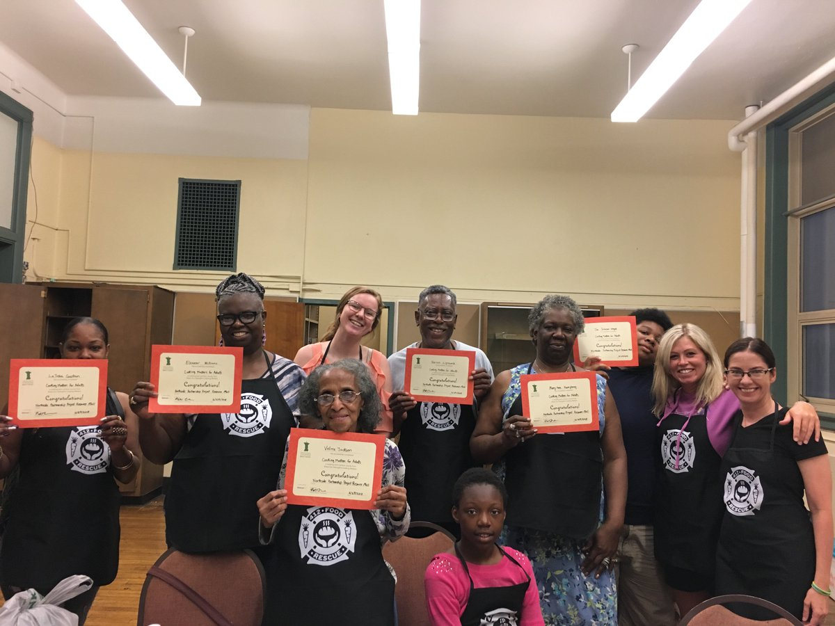 Lots to celebrate! 🎉 Congrats to this recent @CookingMatters graduating class from the #Northside Partnership Project! 🎓 Learn more about our #foodeducation programs: 412foodrescue.org/programs/food-…