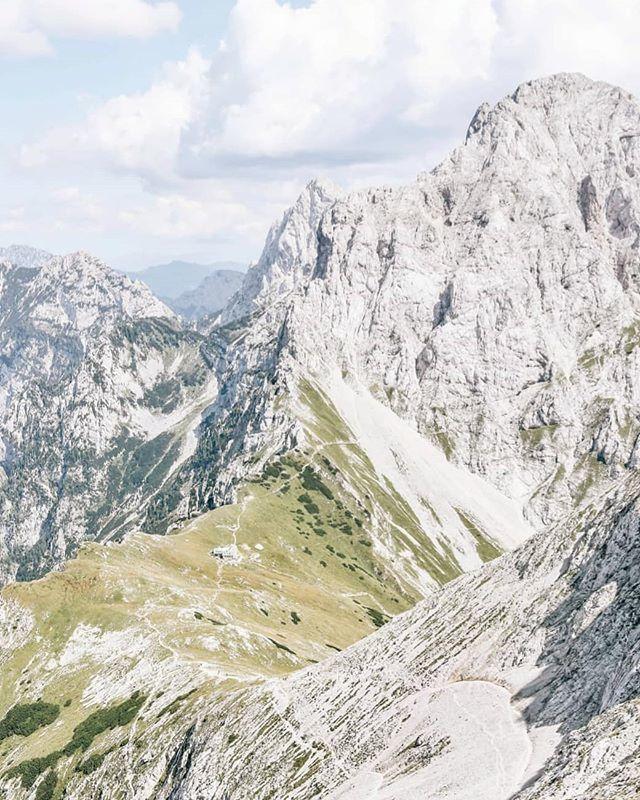 I just wanna float away 🎈 . . .  #kamniskosavinjskealpe #brana #hribovc #iglugram #igslovenia #gremovhribe #ljubimgore #womenwhoexplore #placetovisit #escapesnaps #kampadanes #slovenia #mountainstories #alpinebabes #nasvetzaizlet #femmetravel #wander…