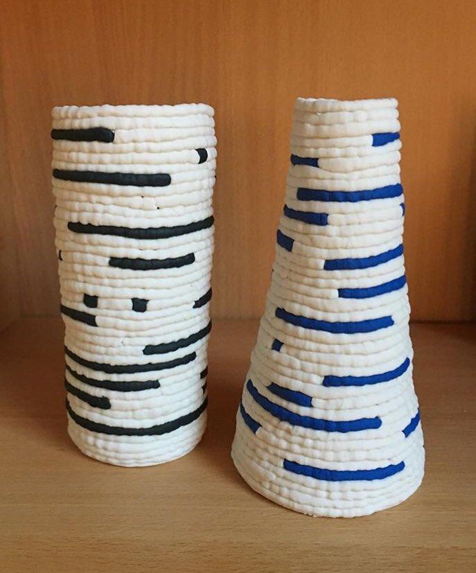 ج رعة جمال No Twitter من طرق تشكيل الطين طريقة التشكيل بالحبال وهنا نماذج من أعمال خزفية للخزافة الإسترالية جولي بنينجتون أعمال بسيطة وجميلة Https T Co 2vl3fkwkjd