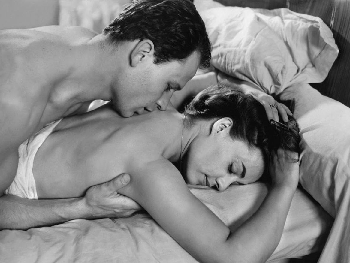 Почему мужчины целуют интимное место женщины, фото как жестко трахают толстых женщин