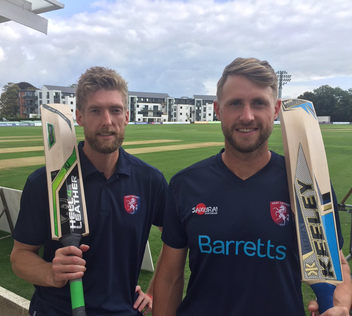 4e4fe33dfa6 ... new range of replica training gear that is now available in the club  shop or online at http://www.kentcricket.co.uk/tickets-and-shop/  …pic.twitter.com/ ...