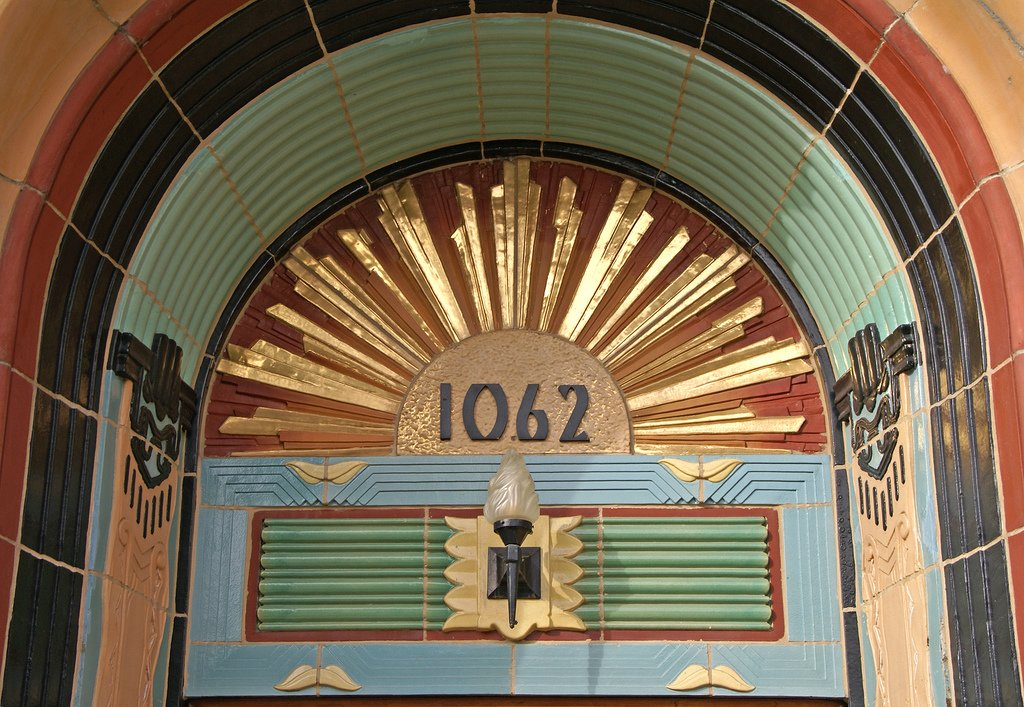 A shot of the entrance to the Belle Shore Apartment Hotel at 1062 West Bryn Mawr in Chicago, via Terence Faircloth on Flickr. #architecture #detail #vintage #artdeco #brynmawr #edgewater #chicago #chicagoarchitecture #artdecochicago