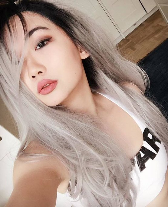 Grey hair, don't care.  #sugarcookiemag #harrietsugarcookie #greyhair  #selfie #grayhair https://t.co/CmEnln1pjF