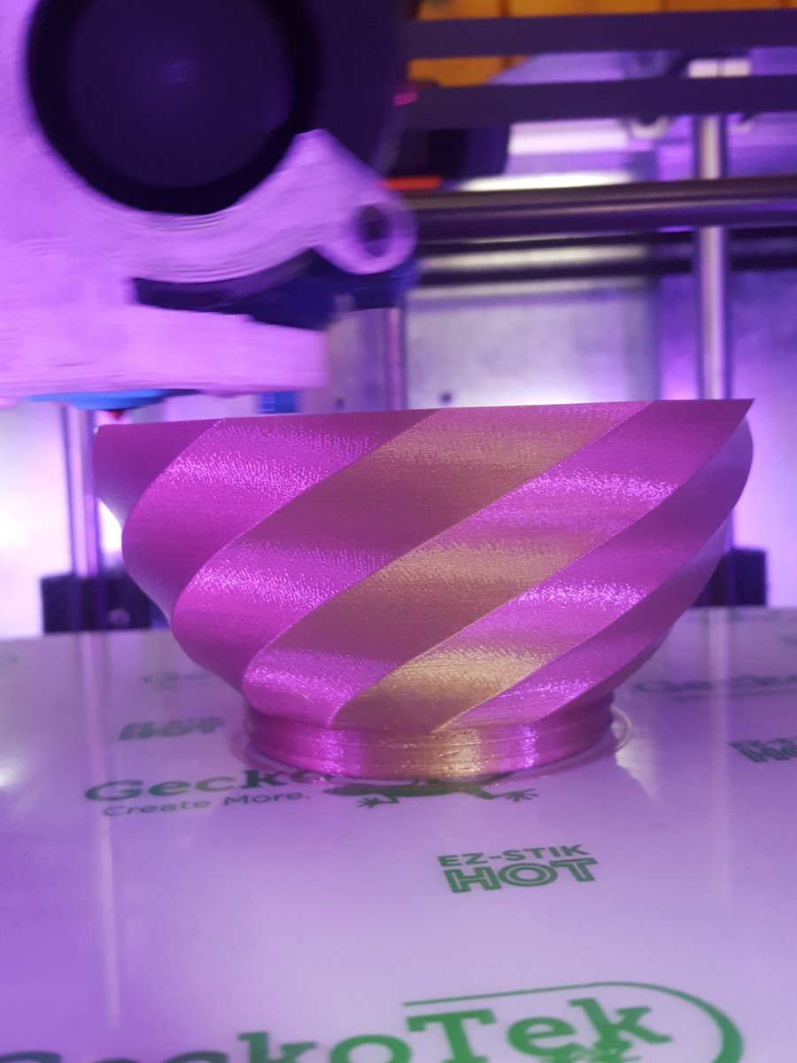 I'm thinking that @loubie_3D new vase is printing pretty well  ...