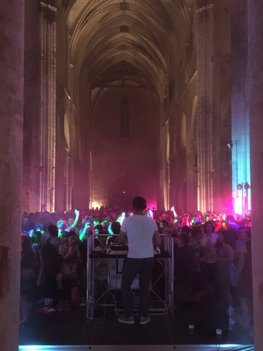 2nd Joint Congress on Evolution #evol2018, the largest gathering of evolutionary biologists in history, closes with an epic dance party in a medieval French abbey. Thx to @sse_evolution @eseb_org @systbiol @ASNAmNat for hiring a wicked DJ for the night!