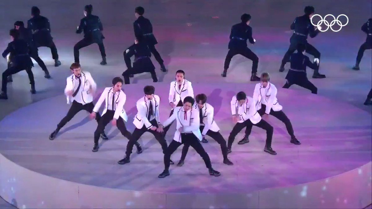 🎤That moment when @weareoneEXO performed during the closing ceremony @pyeongchang2018 #EXO #엑소 #Olympics #TBT