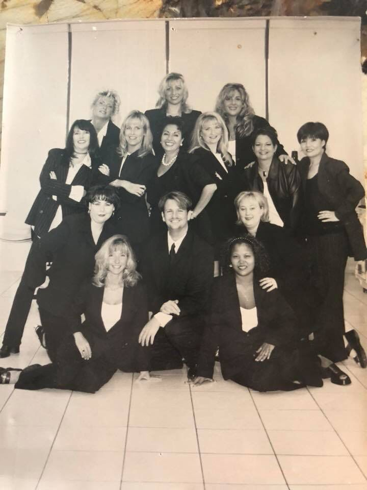 Here's a throw back of Sharon at her first job in the esthetic industry! Can you find her in this photo? #ThrowbackThursday #estheticlife  #estheticiansareagirlsbestfriend #browdivaspic.twitter.com/GoU7bW31n2