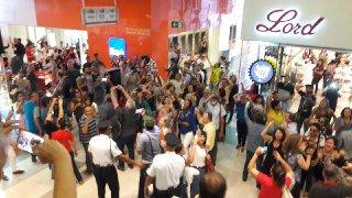 Brasília  Conjunto Nacional tomado por mais de 800 pessoas gritando Lula  Livre 888b0910c99cc