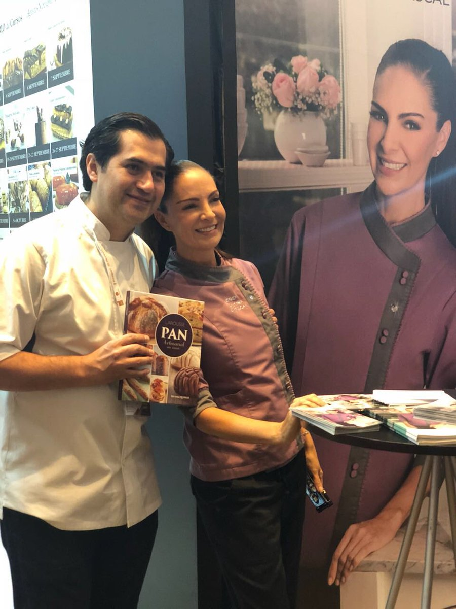 👉¡Ya está con nosotros Paulina Abascal en Mexipan firmando autógrafos y tomándose fotos! VEN y conoce la nueva colección Dulces Besos 💋💕 con @IrvingQuiroz https://t.co/6Wyxw4qumY