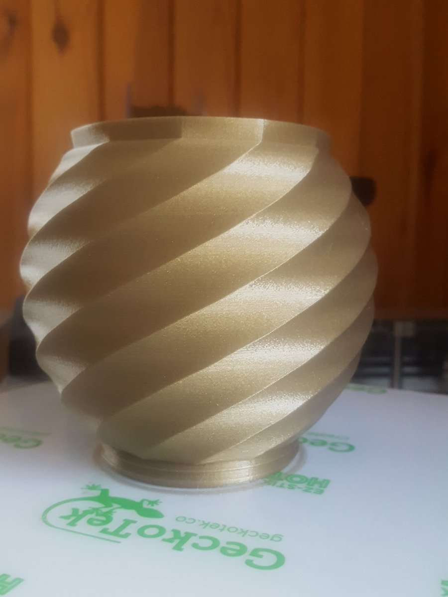 Well at least this time I didn't have a power dip, swirling vase by @loubie_3D 0...