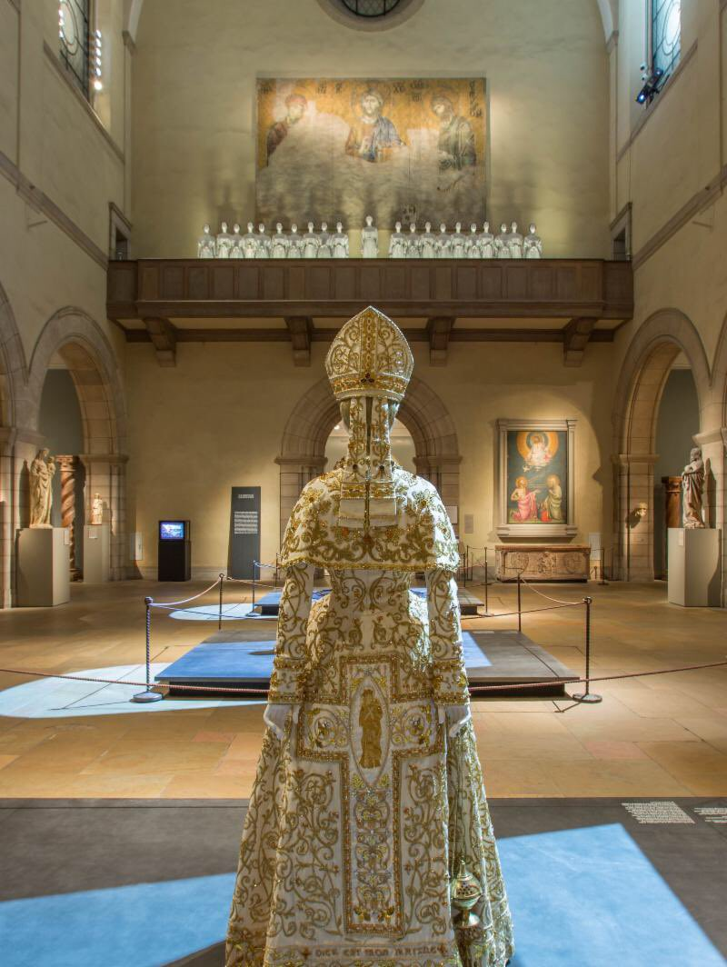 They really like fashion. People really really do. @metmuseum #heavenlybodies reaches 1 million visitors. Third most popular exhibit after Tutankhamun and Mona Lisa.