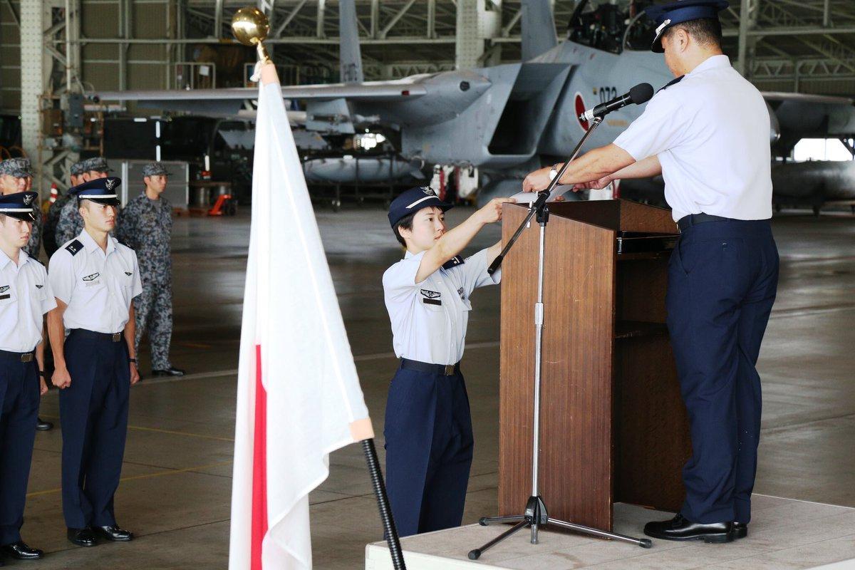 شابة تتولى مهامها كأول قائدة طائرة مقاتلة في اليابان DlV8eUMU4AAM8lZ