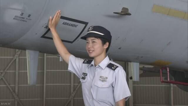 شابة تتولى مهامها كأول قائدة طائرة مقاتلة في اليابان DlV8eUMVAAAOSsk