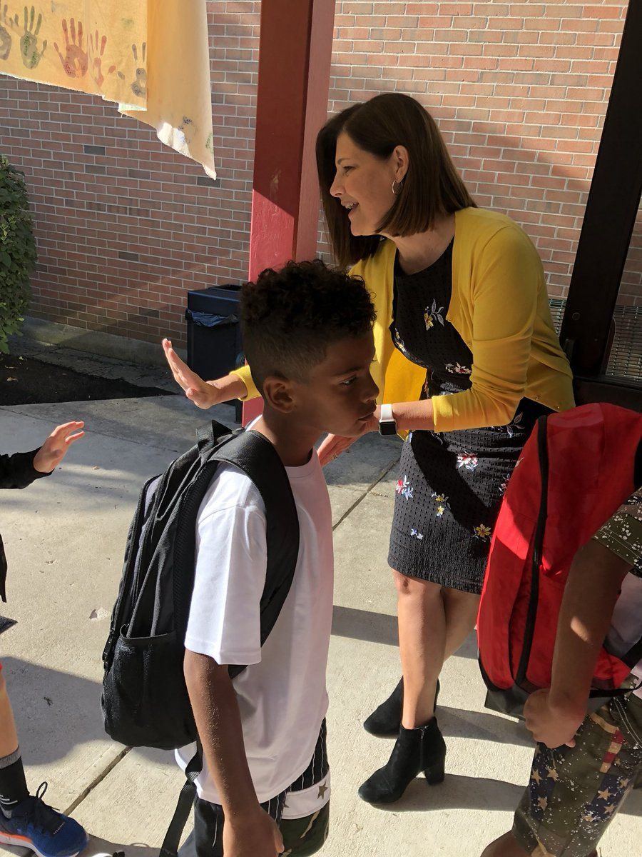 Erin Bowers On Twitter We Got The Awesome Job Of Greeting Kiddos