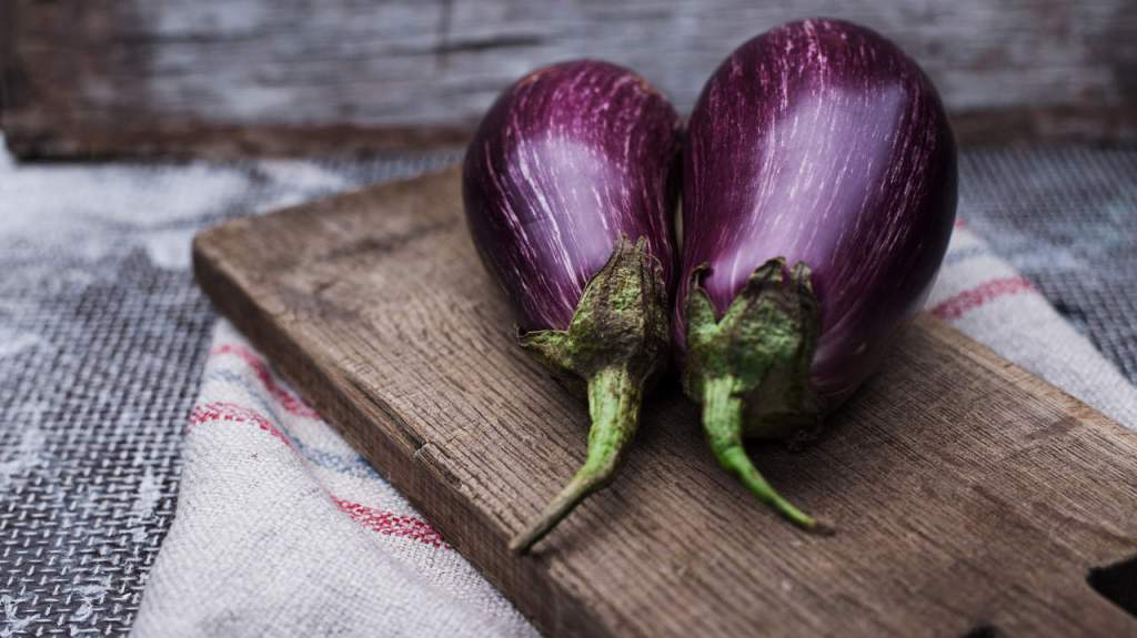 7 Easy Recipes That Will Make Anyone Obsessed With Eggplant https://t.co/OmoKnEBGNF https://t.co/IWpdz4QS6a