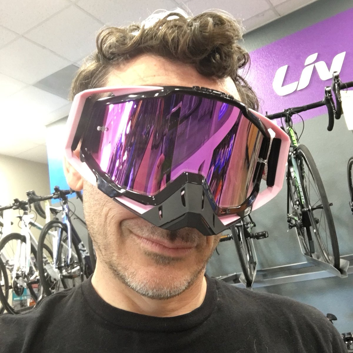 Trying out my new goggles from @ride100percent  are they awesome or what?  #bikevegas #mtbvegas #vegasmtb #giantlv #mtblove #SendIt #realmenwearpinkpic.twitter.com/GZr8bAU6mK – at Giant Las Vegas