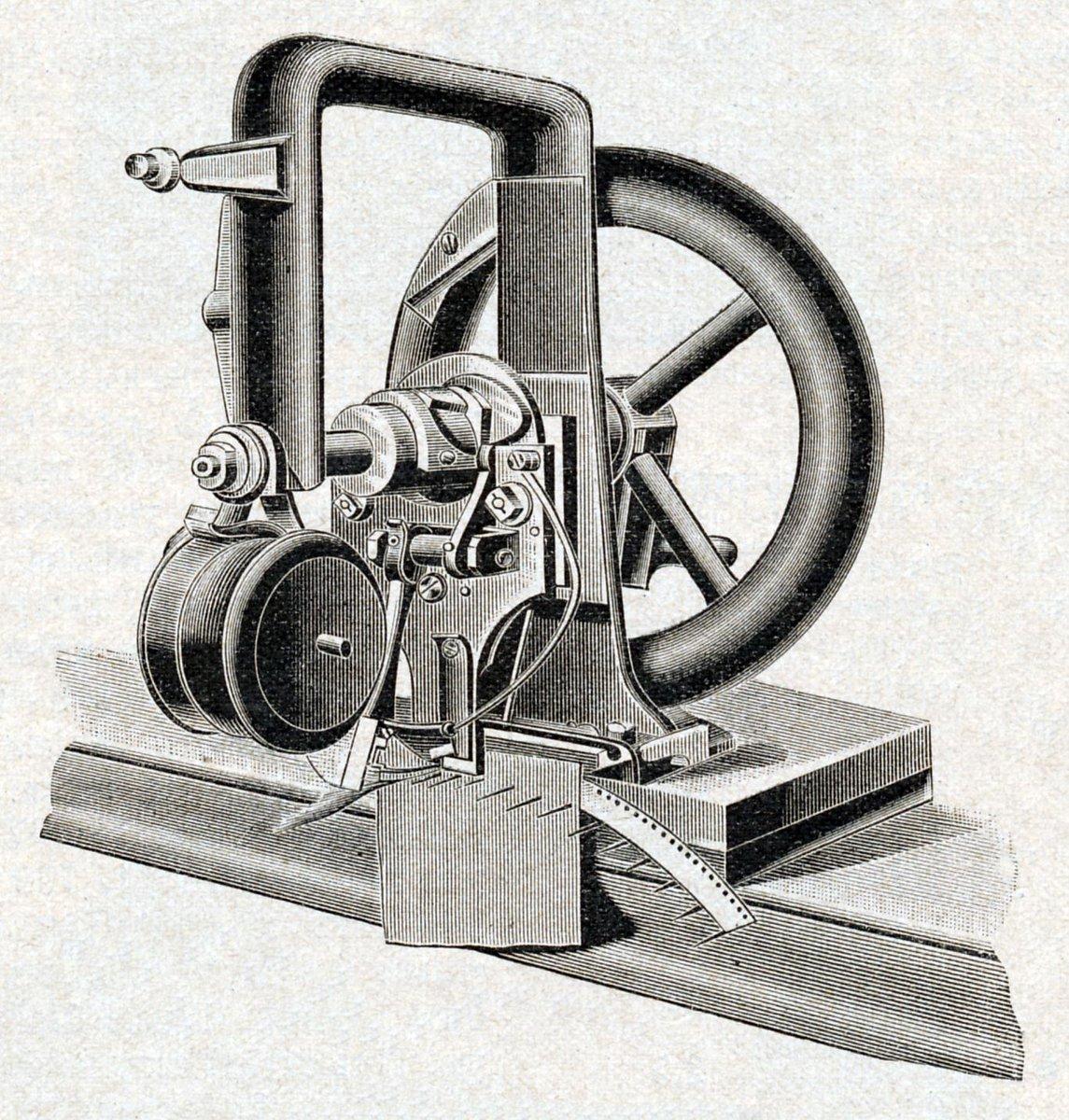 чем первая швейная машина фото кто изобрел собинском
