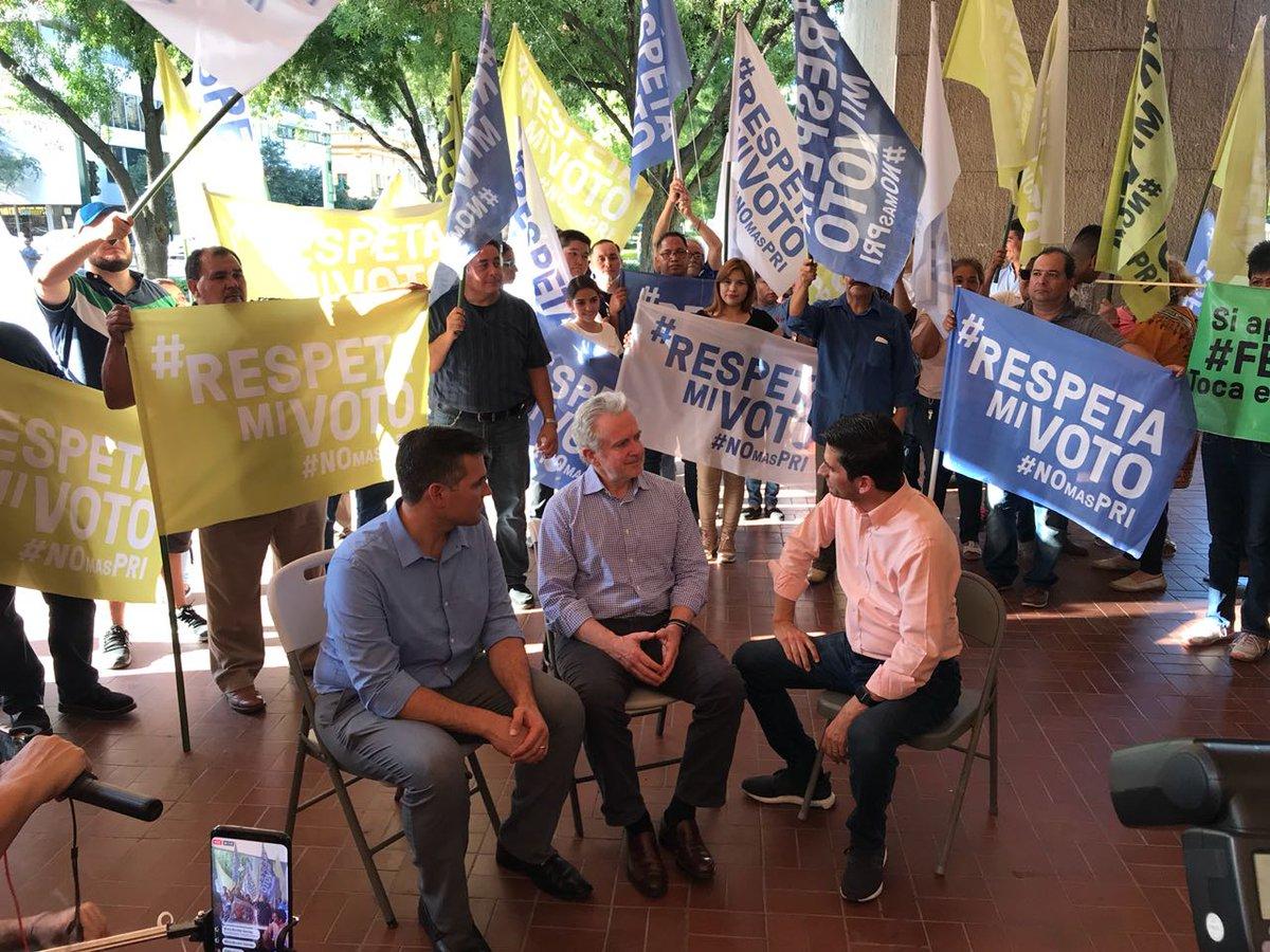 """Estoy en Monterrey acompañando a mi amigo @FelipeCantuR en el """"Plantón por la democracia"""". ¡Defendamos el triunfo indiscutible que tuvo en las urnas! #RespetaMiVoto"""