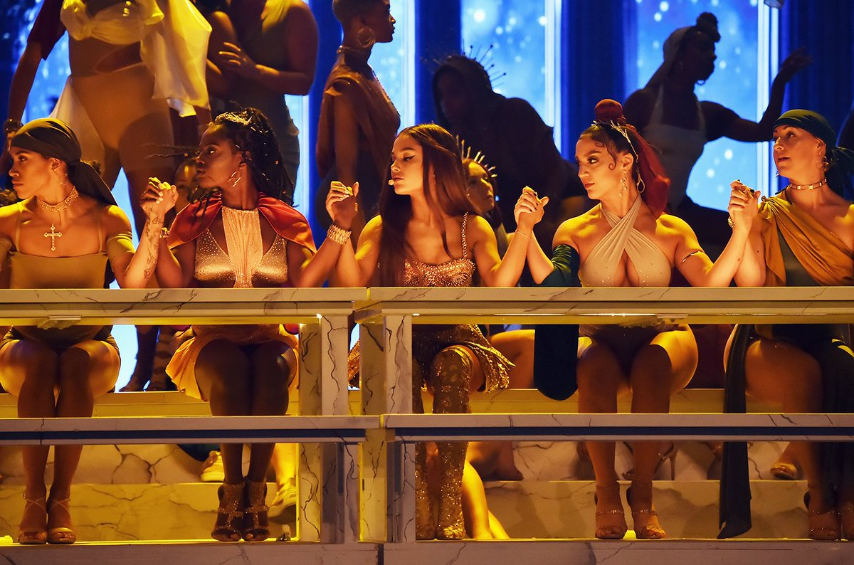 Watch Ariana Grande's full 'God Is a Woman' #VMA performance https://t.co/jwPaeWpuW4