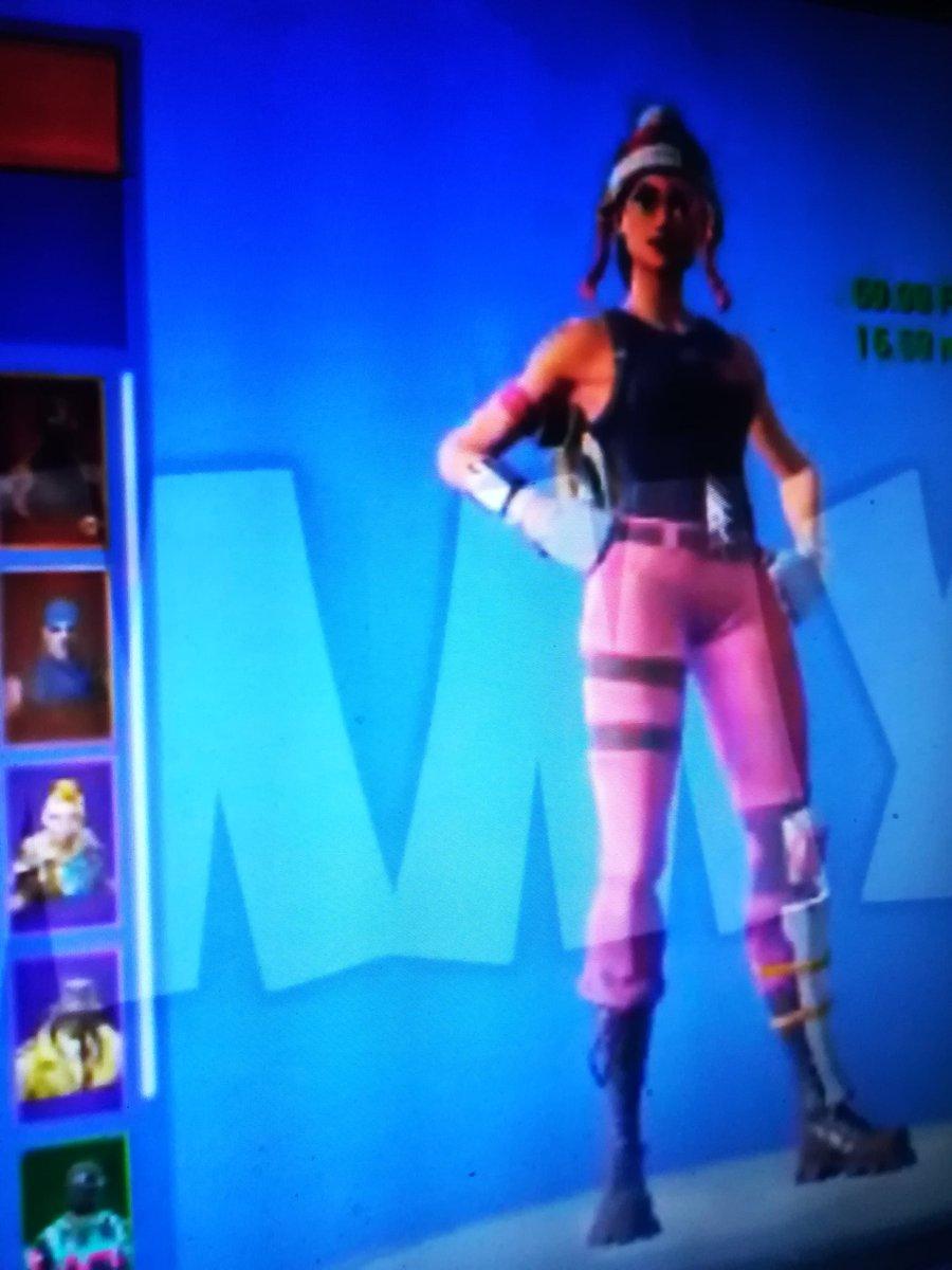 Anybody want custom skins in fortnite !DM me ! Tweet added
