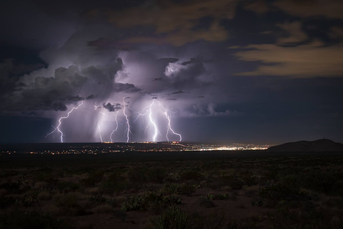 Here's a great shot of the thunderstorm that moved west of #LasCruces tonight. 📷 = Riley Glöck
