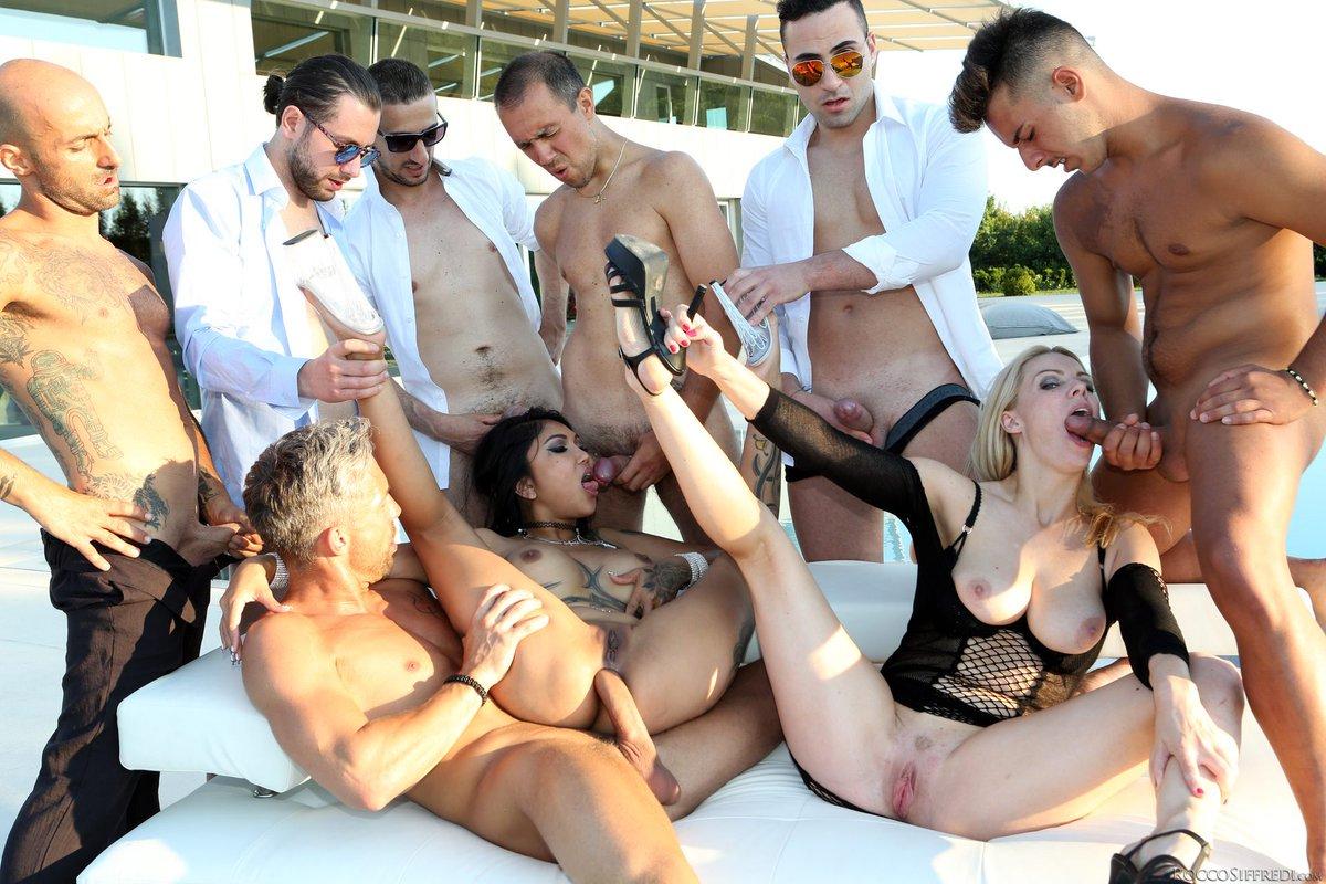 Oprah winfrey reportedly appears on jeffrey epstein's lolita express flight logs to orgy island is oprah in trouble