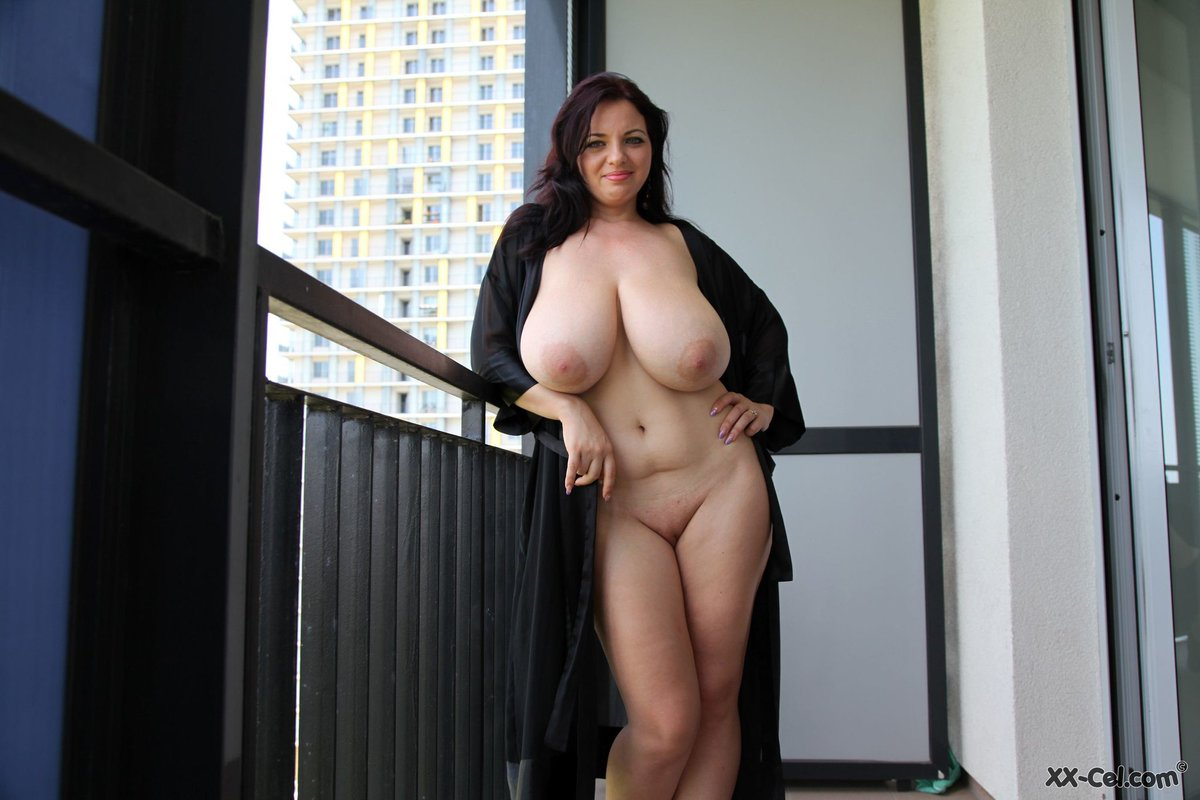 пышные грудастые дамы грудь молодой