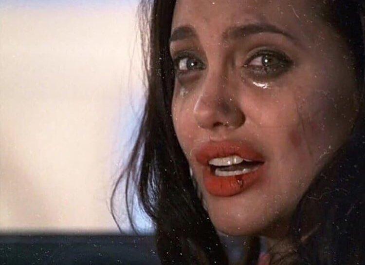 добрые анджелина джоли фото где она плачет впринципе