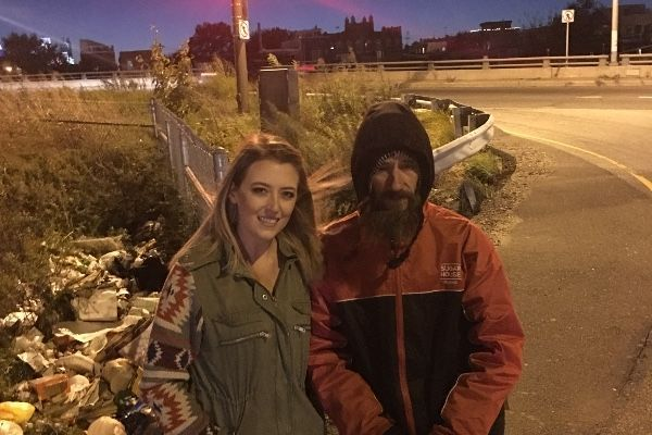 Woman's GoFundMe for homeless veteran raises $400,000, but she refuses to give it to him https://t.co/QDv63xRZ03