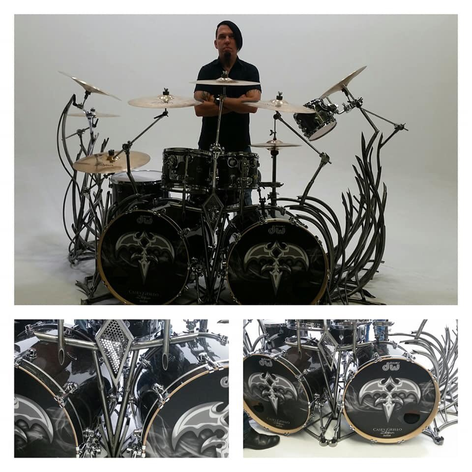 ~Casey's new DW kit and custom drum sculpture by Shawn Mr. Sawbladehead. #sawbladeheaddesigns Beautiful~@queensryche @drumCaseyGrillo  the only LED video bass drum heads in the world.#CaseyGrillo #Queensryche<br>http://pic.twitter.com/3AFXABsjXB
