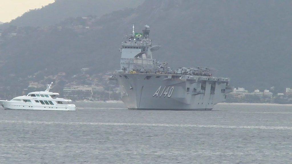 حاملة المروحيات البريطانية HMS Ocean Dle6aYCWsAAez2f