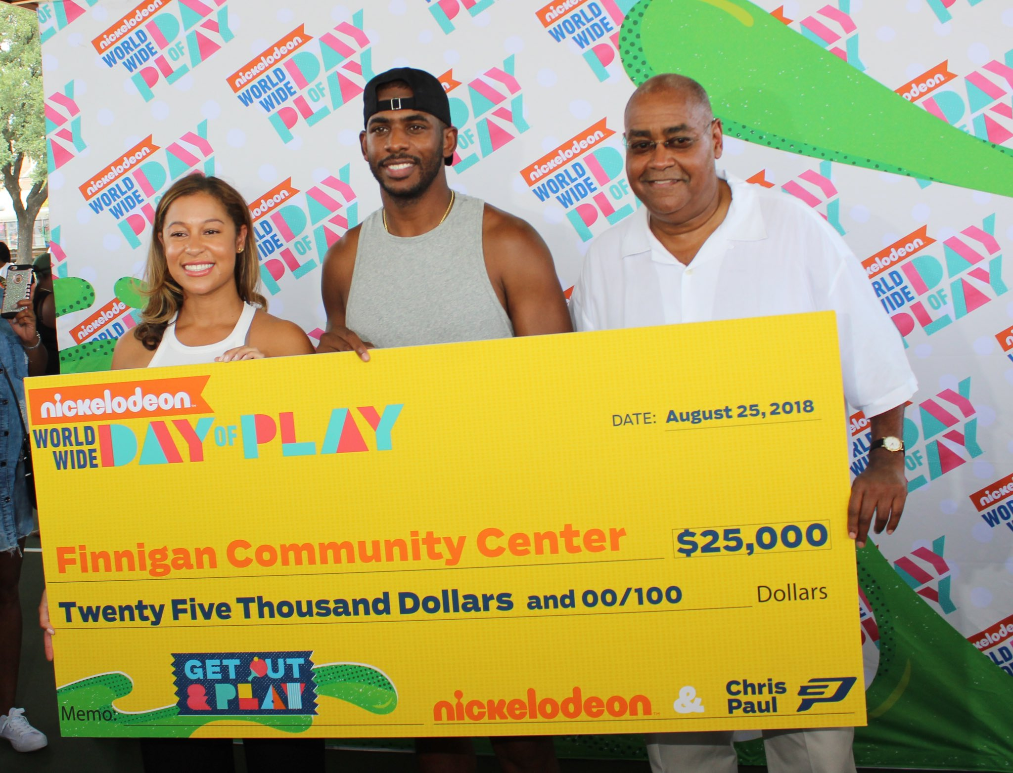 .@CP3 and @Nickelodeon teamed up to give $25,000 to the Finnigan Community Center in Houston! https://t.co/axSgTNXFHy