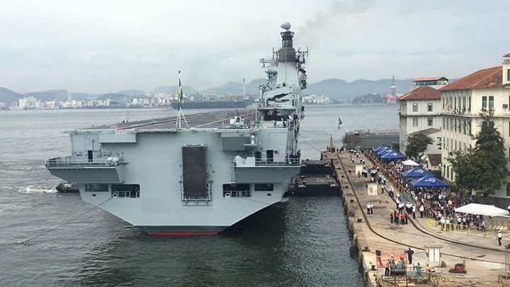 حاملة المروحيات البريطانية HMS Ocean DleWpcaXgAYRKTA