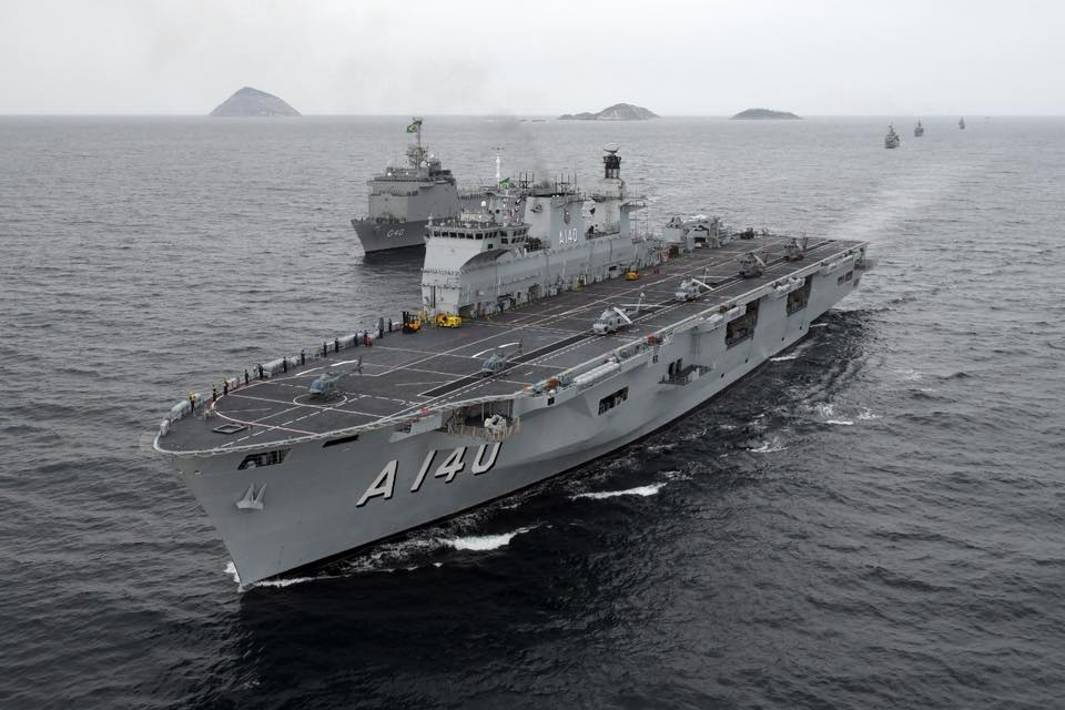 حاملة المروحيات البريطانية HMS Ocean Dlehx-VX4AAoHxQ