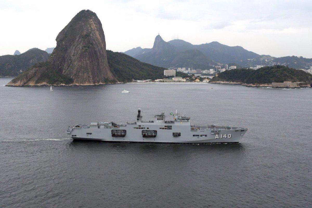 حاملة المروحيات البريطانية HMS Ocean Dleo2LdX0AAFNog