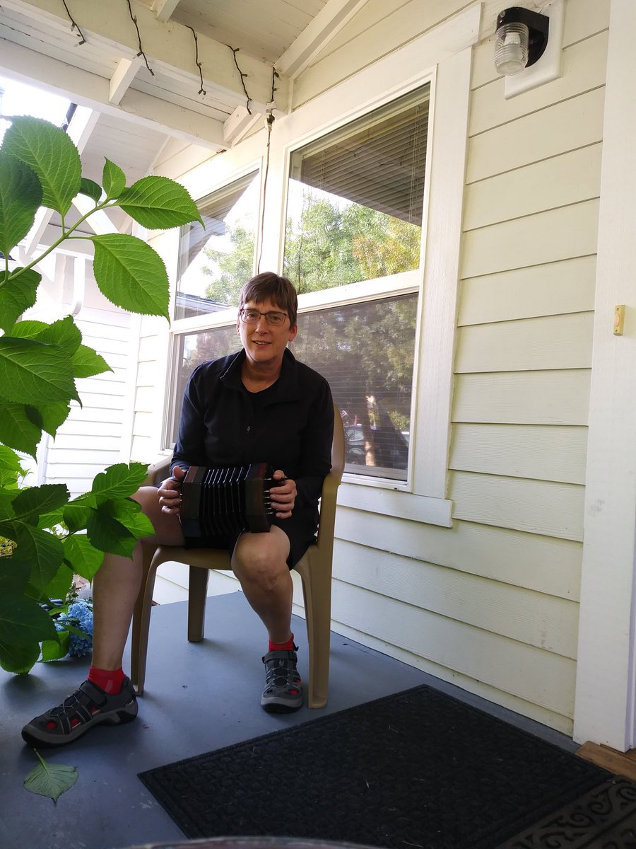 It's #playmusicontheporchday ! Concertina serenade...  http:// playmusicontheporchday.com     <br>http://pic.twitter.com/myr4CXcegz