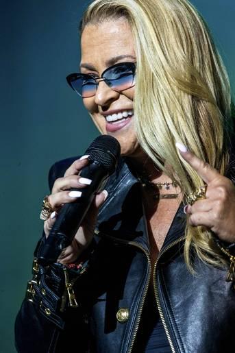 "Anastacia >> álbum ""Evolution"" - Página 12 DlhboreXsAA5cbS"
