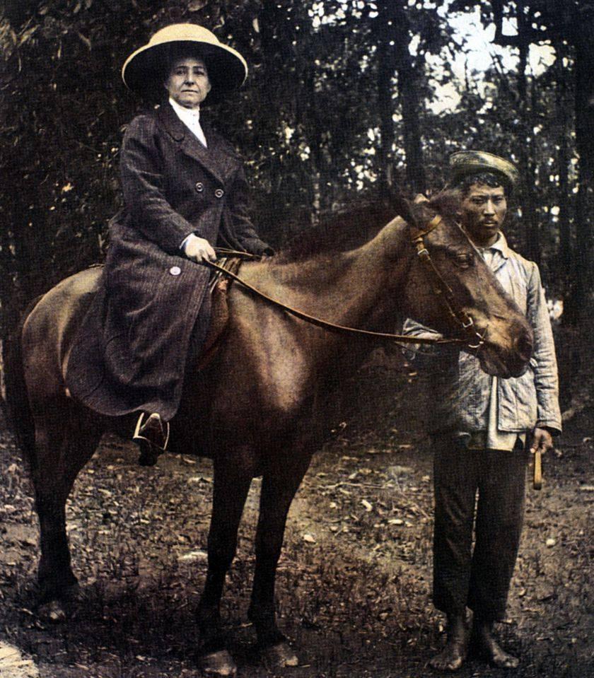 « Je suis une sauvage mon bien cher, mets toi cela en tête. Toute la civilisation occidentale me dégoûte. Je n'aime que ma tente, mes chevaux et le désert. » Alexandra David-Néel, lettre à Philippe Néel, extrait de Journal de voyage - Lettres à son mari (1904-1917)