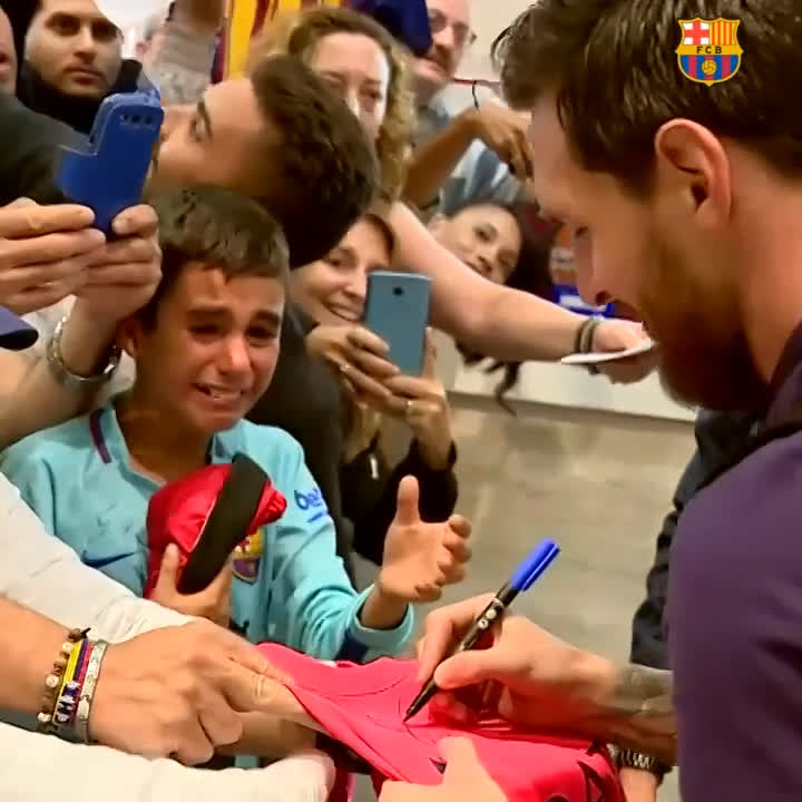 Goosebumps 😭😭😭 When you are overcome with emotion seeing your idol...  We ❤ #Messi