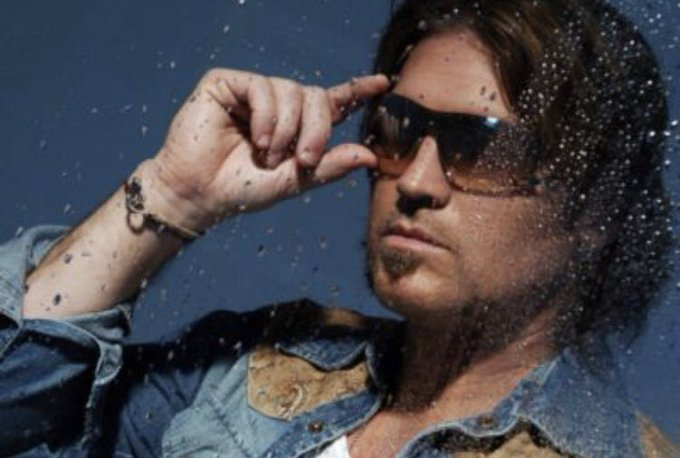 Happy late birthday Billy Ray Cyrus. 57 has never looked better