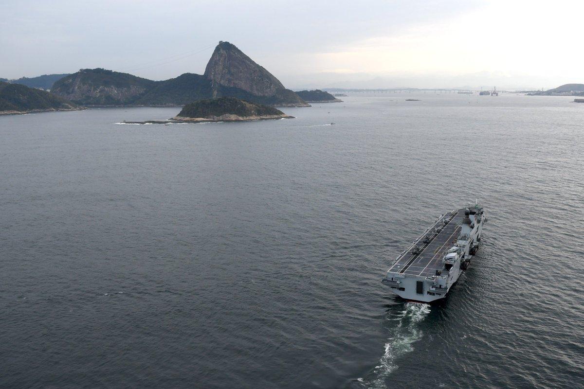 حاملة المروحيات البريطانية HMS Ocean DliRsyvU0AAdCJy