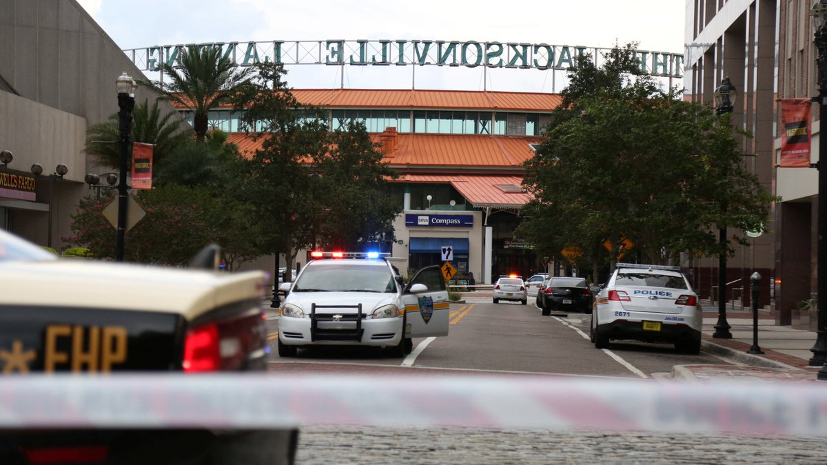 four people including gunman killed and 11 others injured in shooting at jacksonville shopping - Best Buy Hours Christmas Eve