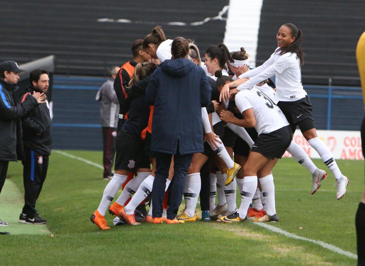 ... o Corinthians derrotou a Ferroviária por 3 a 0 na Fazendinha, pela  segunda fase do Campeonato Paulista Feminino e garantiu a classificação  para a ... c70c1d2c59