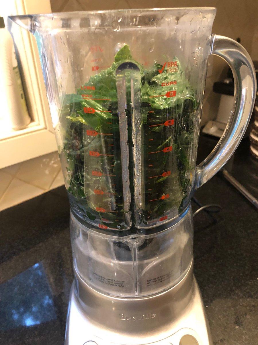 Kale-Sauce Pasta coming up c/o @NYTFood_ @joshuamcfadden #healthy #dinner https://t.co/ks6R6WWePy