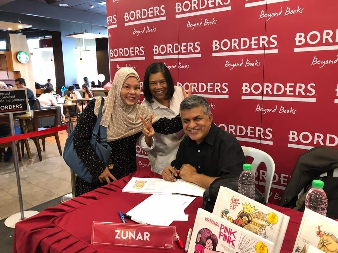 Sesi autograph di Borders, The Curve Sabtu lepas