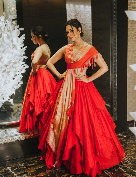 tamannaahspeaksAll set for #santoshamawards in Hyderabad  Wearing @shantanunikhil  Styled by @sanjanabatra  Makeup @makeupbyaparnah  Hair @tinamukharjee  Thank you @eshaangirri for the lovely pictures #tamannaahbhatiafc pic.twitter.com/UW0O3afwLO