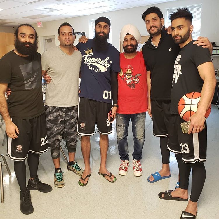 And in other #YSPN news of leads doing cool things, @ramneek_s, YSPN Chair represented #Australia at #SikhHoops, where they met @superfan_nav. As the first #APAC team in the comp, their team put in a fantastic effort - #congrats! #YSPNAU #YSPNNZ #basketballpic.twitter.com/hH3O0g1GpY
