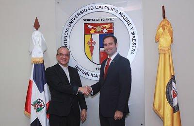 PUCMM y ANJE firman acuerdo de colaboración