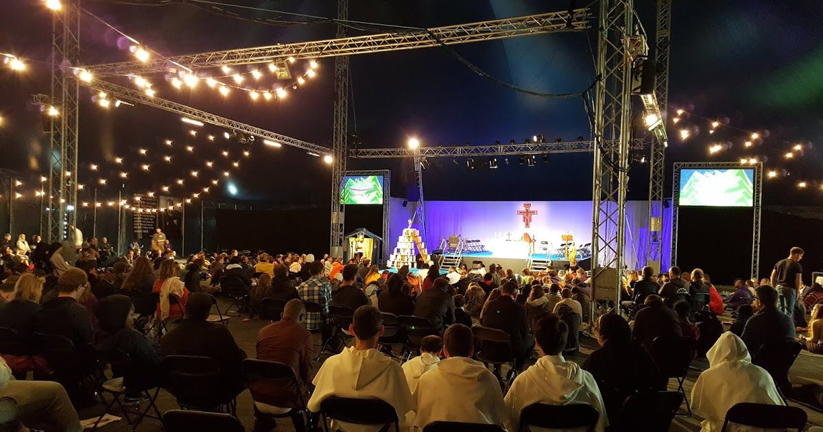 test Twitter Media - Now back from Y2K Festival in Walsingham. Fantastic to see so many young people gathered in love for Jesus and His Church. May Our Blessed Mother pray for us all and help us all - especially us bishops and priests - to be what Christ calls us to be: holy. https://t.co/ZTBMMExF0d